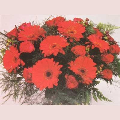 זר אדום ורדים וגרברות 13 - פרחי אוריינטל - אור יהודה