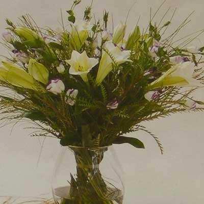 זר חגיגי לבן 23 - פרחי אוריינטל - אור יהודה