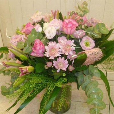 ורוד לבן - בר פרחים וכלים - אשקלון
