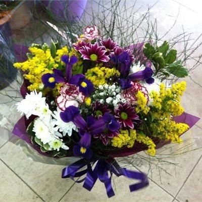 זר אירוסים מעורב - פרחי ויולט - אריאל