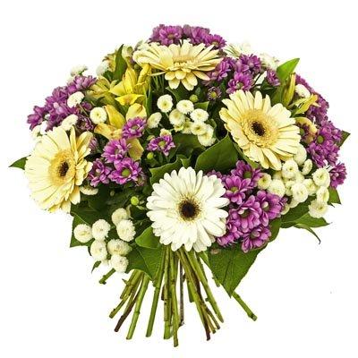 זר גרברות עם ליליות וחרציות  - פרחי ויולט - אריאל