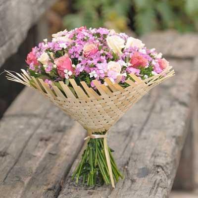 זר ורדים בידית קש מיוחדת - בוקטו - גדרה