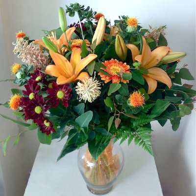 זר כתום באגרטל - אורכידאה פרחים - חדרה