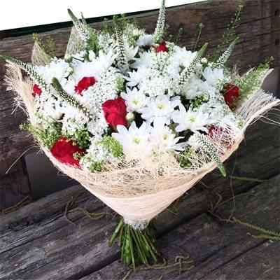 זר לבן ורד אדום - בוקטו - גדרה