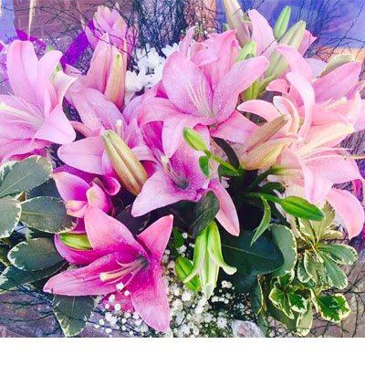 זר ליליות ורודות - פרחי ויולט - אריאל