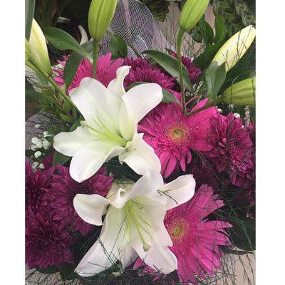 זר ליליות, גרברות וחרציות - פרחי ויולט - אריאל