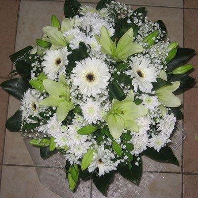 זר קלאסי לבן - פרחי אודי ודורית - קרית אתא