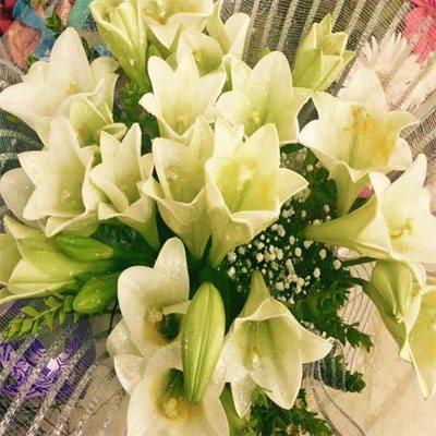 זר שושן צחור - פרחי ויולט - אריאל