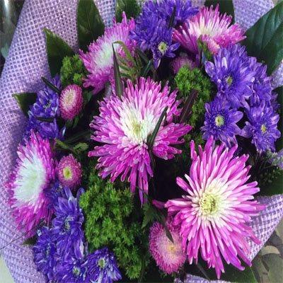 זר ראשים וחרציות - פרחי ויולט - אריאל
