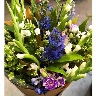 זר  סייפנים ודולפניום - בשביל הפרחים - תל אביב
