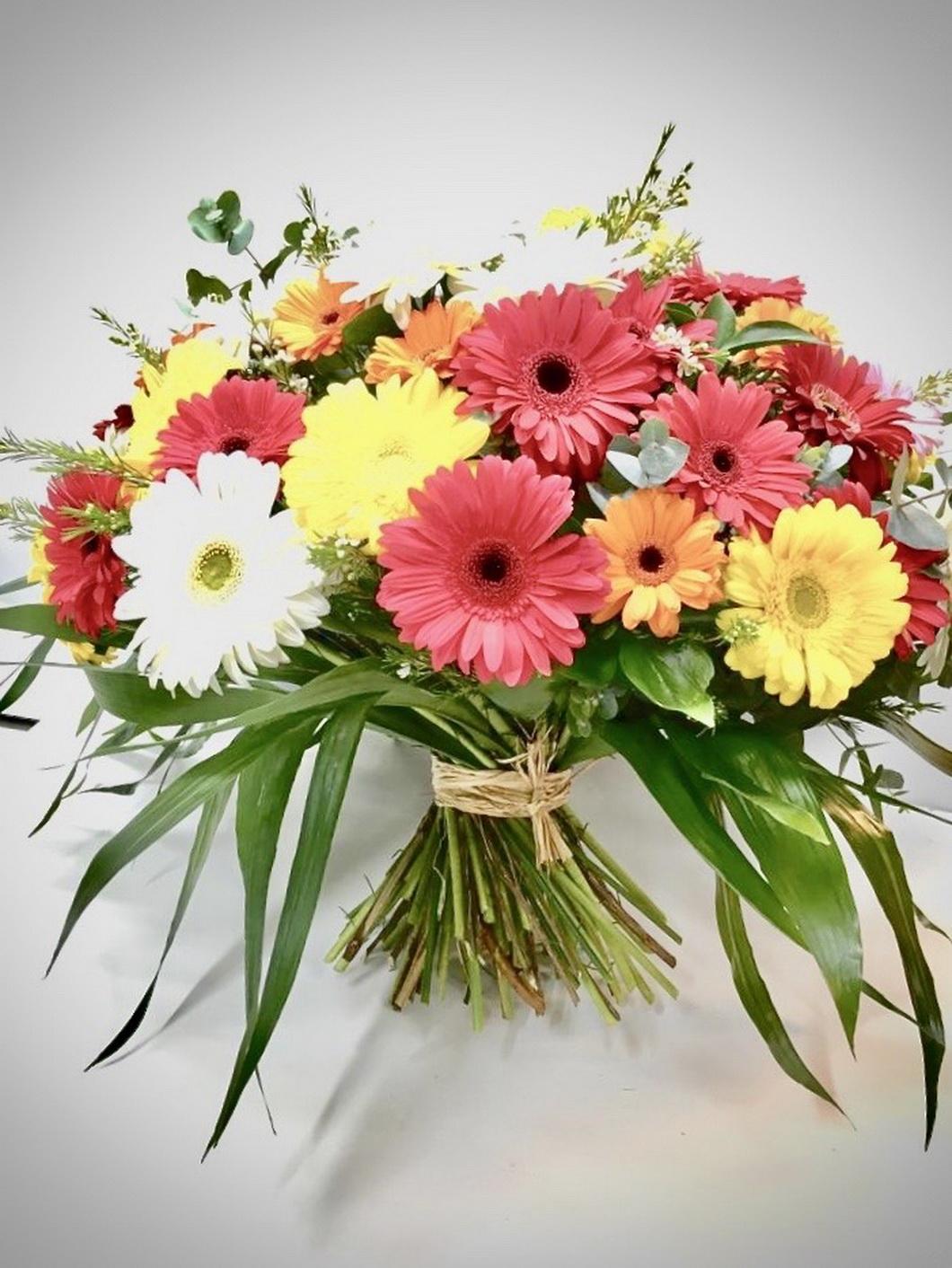זר של גרברות - אורכידאה פרחים - חדרה