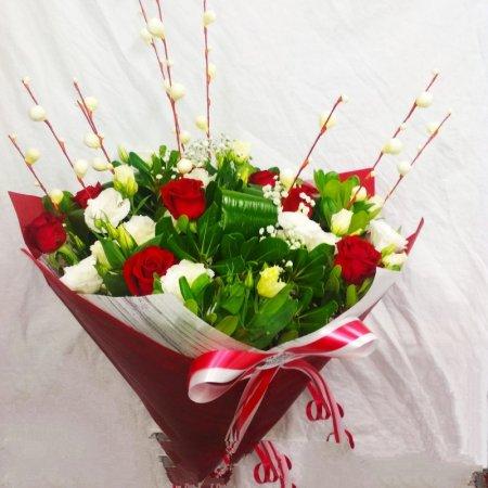 זר מעוצב ורדים וליזיאנטוס (404) - הפינה הירוקה - בית שמש