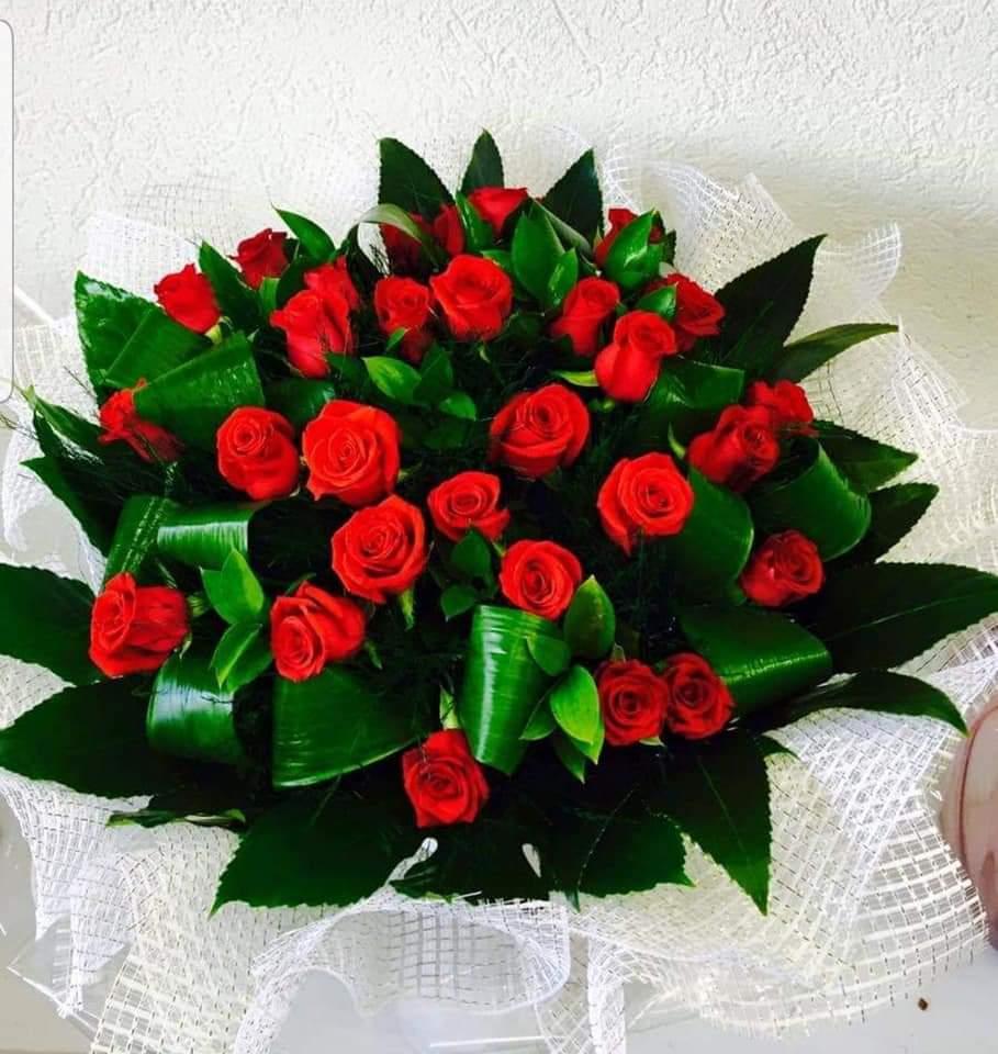 זר ורדים ענק (3) - פרחי טוליפ - בת ים
