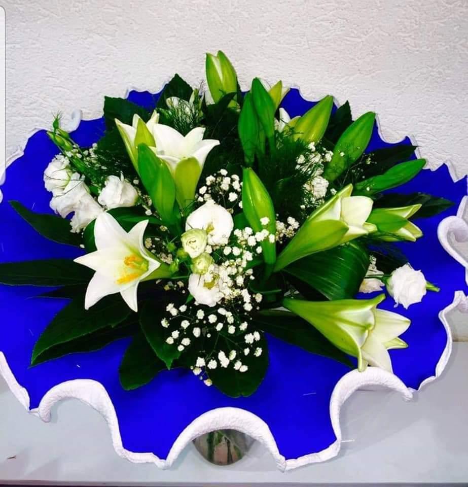 זר שושן צחור (4) - פרחי טוליפ - בת ים