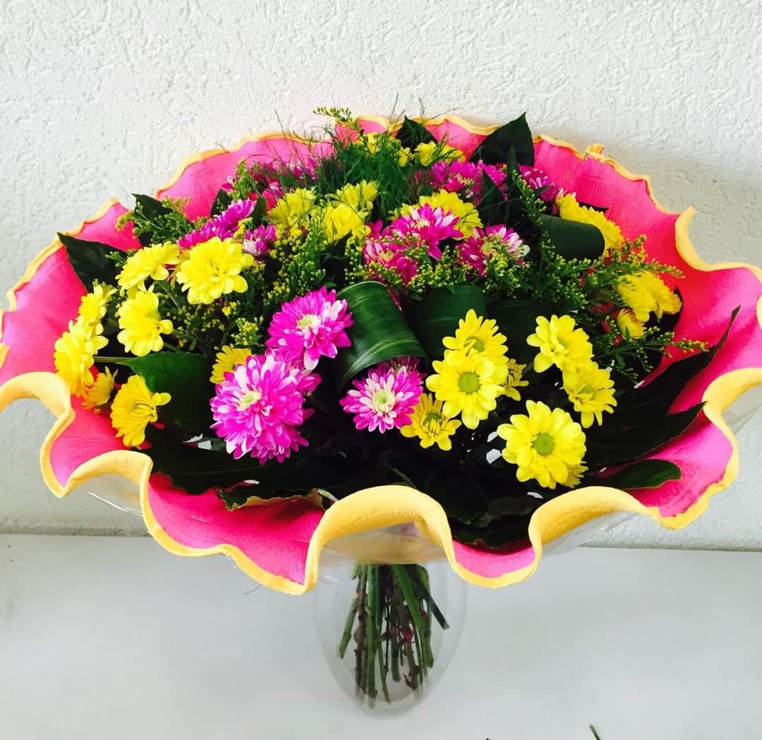 זר צבעוני ורוד צהוב (6)  - פרחי טוליפ - בת ים