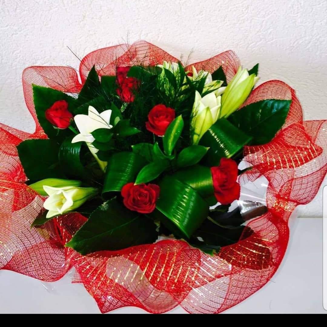 זר ורדים שושן צחור (11) - פרחי טוליפ - בת ים