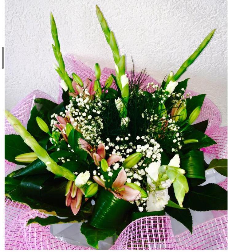 זר סייפנים וליליות (25) - פרחי טוליפ - בת ים