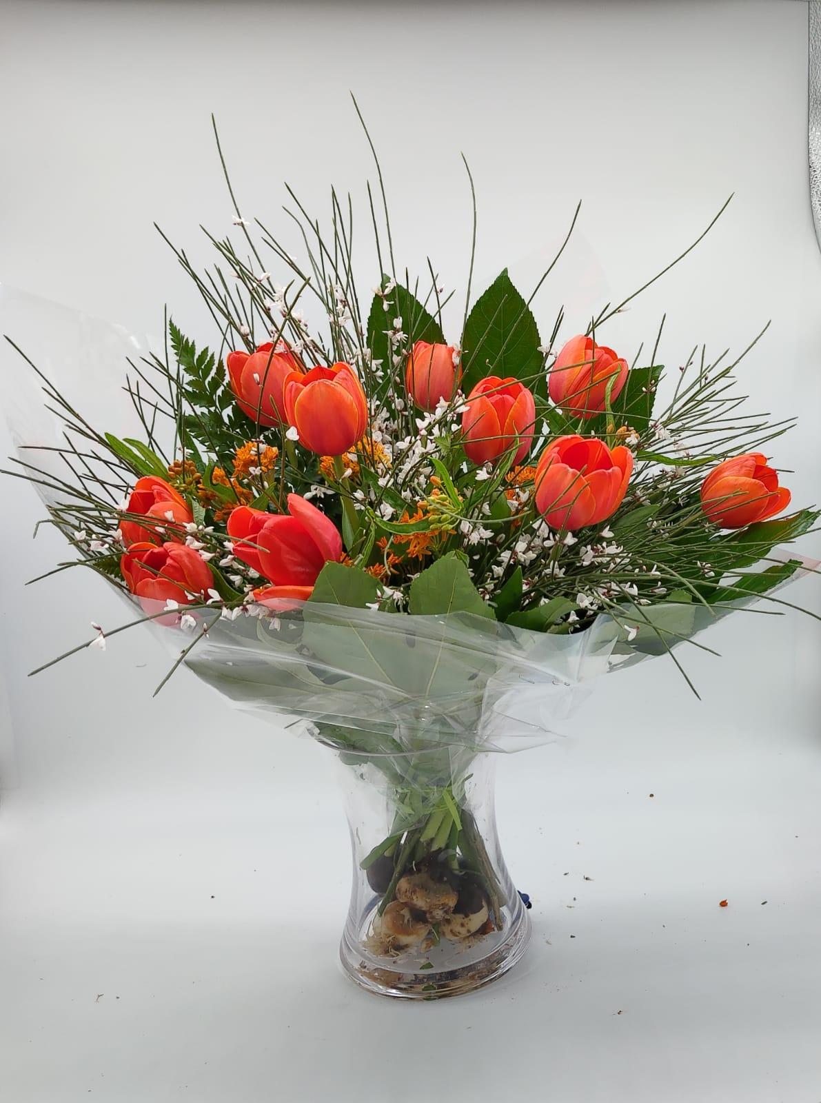 זר טוליפים  - תלתן פרחים - צפת