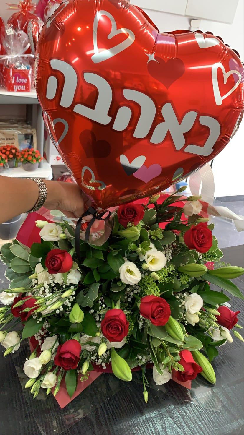 ורדים וליזי לבן ובלון באהבה - פרח באהבה - אילת