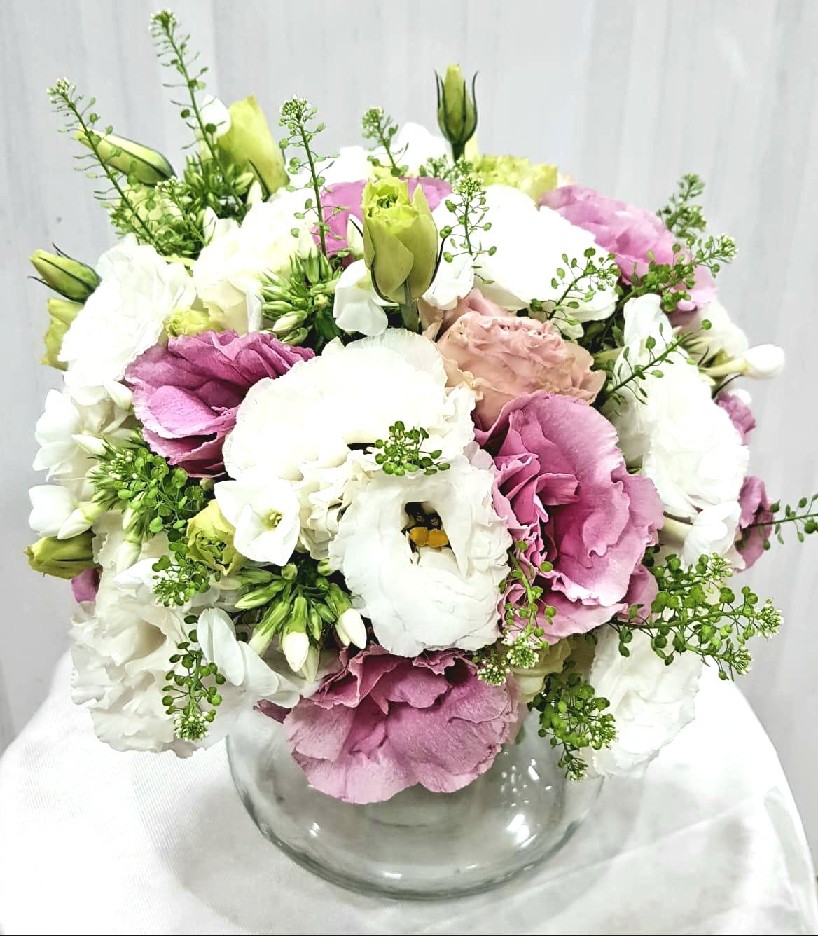 זר ליזי ורוד לבן בכלי - תלתן פרחים - צפת
