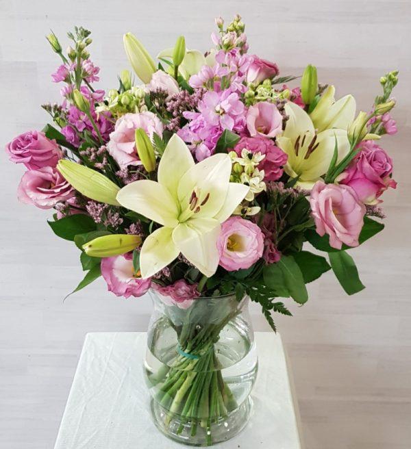 זר ורוד רומנטי - תלתן פרחים - צפת