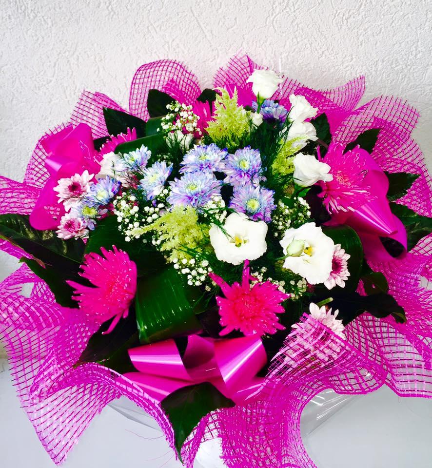 זר פרחים ורוד עדין  - פרחי טוליפ - בת ים