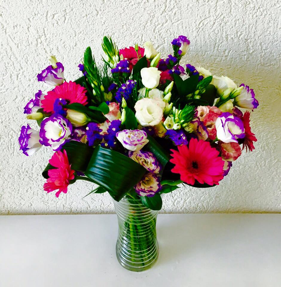 זר צבעוני ורוד לבן סגול - פרחי טוליפ - בת ים