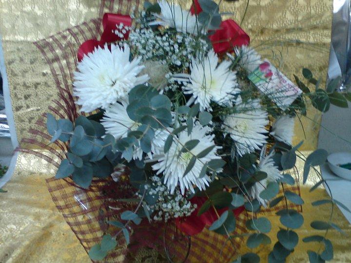 זר חרציות ראשים - פרחי טוליפ - בת ים