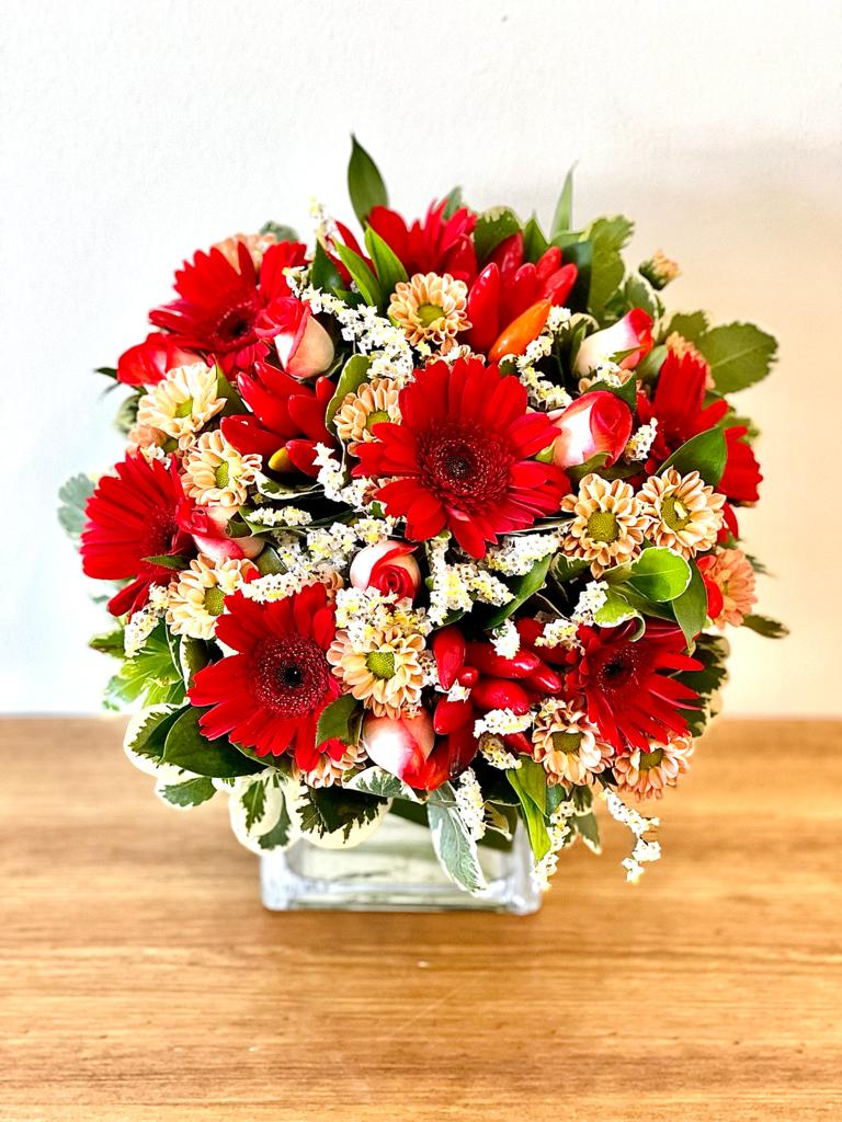 זר פרחים 7 בכלי  - ויקטוריה - לוד