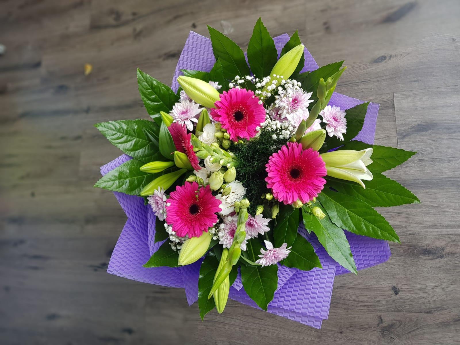 זר אביבי לילך - פרחי טוליפ - בת ים